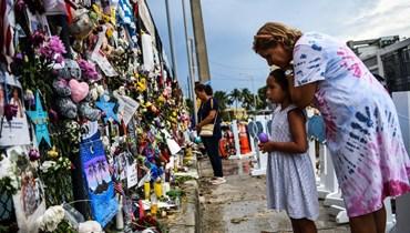 محطة تذكارية لضحايا انهيار المبنى في فلوريدا (أ ف ب).