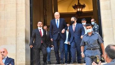 الرئيس المكلف نجيب ميقاتي يهمّ بمغادرة مبنى مجلس النواب بعد استمزاج اراء النواب والكتل النيابية في الحكومة المقبلة.