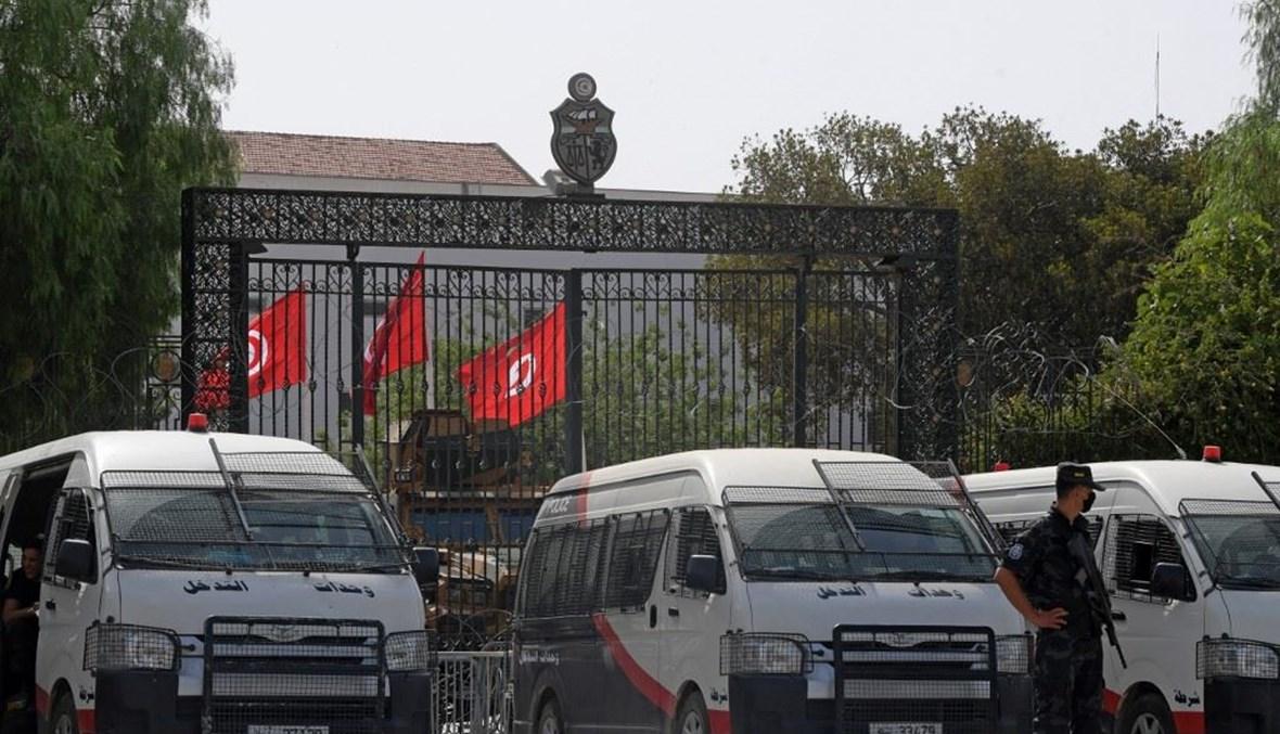 الجيش أمام مجلس النواب التونسي (أ ف ب).