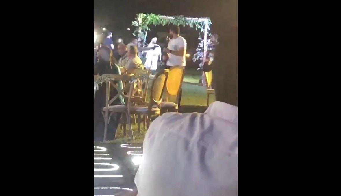لقطة من الفيدية المتداول خلال إطلاق النار في حفل زفاف.