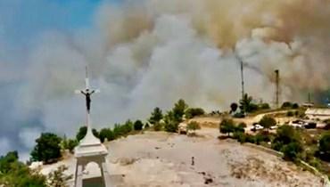 اندلاع حريق في أحراج دير القمر وكفرقطرة... وتخوّف من بلوغ النيران المنازل