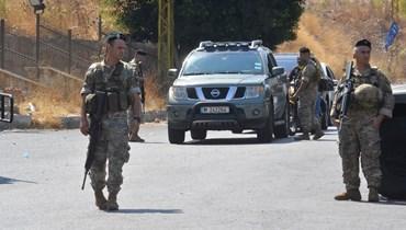 """بالصور- صباح خلدة... انتشار كثيف للجيش في محيط """"سنتر شبلي"""" وتفتيش للمارّة"""