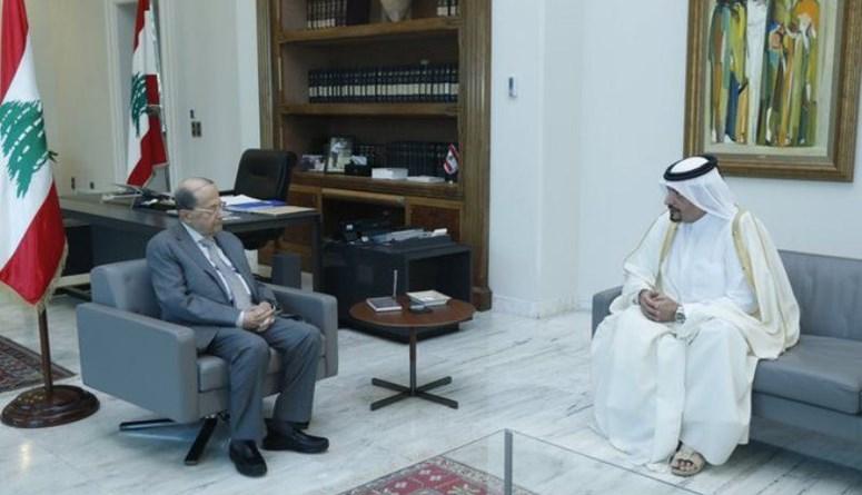 عون كرّم السفير القطري ومنحه وسام الأرز الوطني