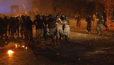 بالصور- مواجهات عنيفة في محيط المجلس... أعمال شغب وإطلاق كثيف للقنابل المسيّلة