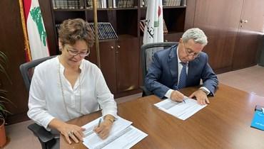 """الوزير رمزي المشرفية وممثلة الـ""""يونسيف"""" في لبنان يوكي موكو."""