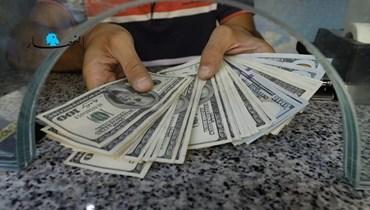 بعد لقاء عون- ميقاتي الخامس... انخفاض طفيف في سعر صرف الدولار