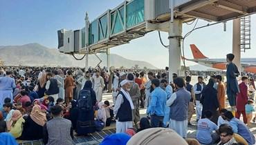 اكتظاظ الأفغان في مطار كابول (أ ف ب).