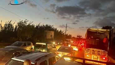المواطنون عالقون داخل سيّاراتهم في جبيل.