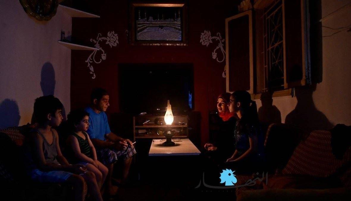 مآسي اللبنانيين مع العتمة (تصوير حسام شبارو).