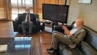 النقيب عارف ياسين والسفير الألماني أندرياس كيندل.