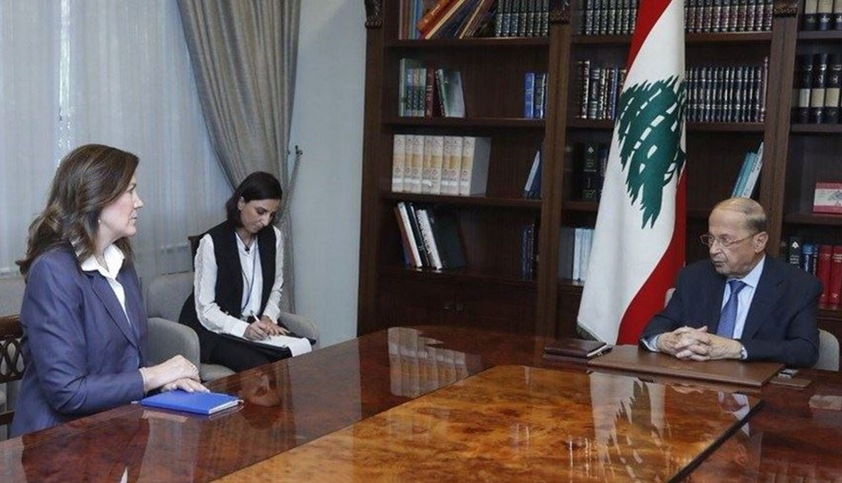 الرئيس ميشال عون والسفيرة دوروثي شيا.