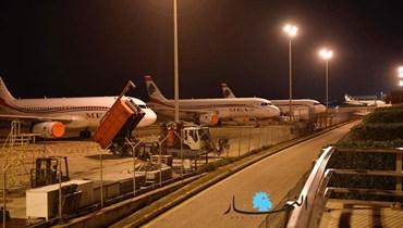 مشهد ليليّ من مدرّج مطار بيروت (نبيل إسماعيل).