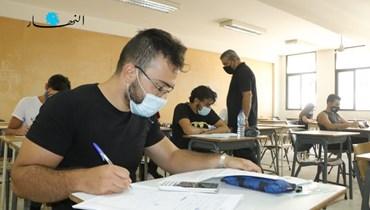 طلاب يخضعون للامتحانات الرسمية هذا العام (حسن عسل).