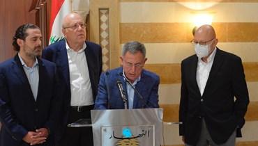 رؤساء الحكومات السابقون في بيت الوسط (نبيل إسماعيل).