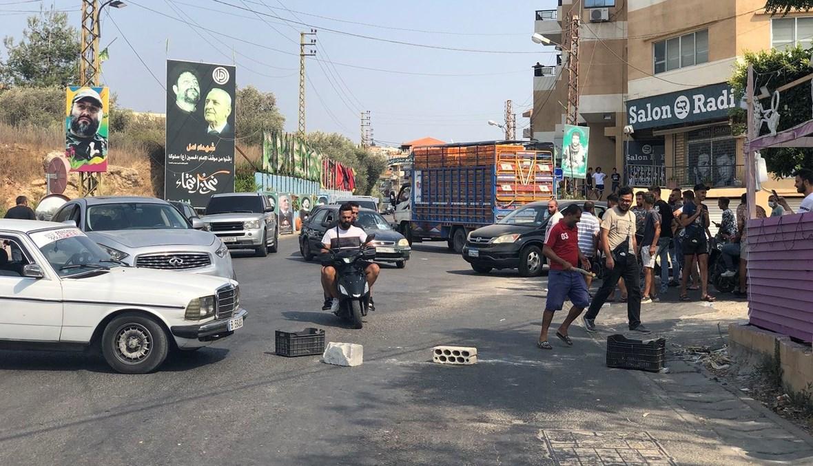 أهالي العباسية قطعوا الطريق احتجاجاً.