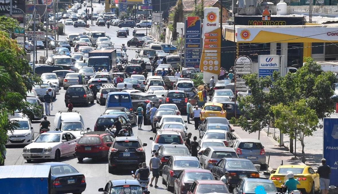 طوابير السيارات (حسام شبارو).