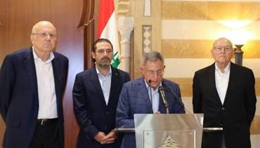 الرئيس فؤاد السنيورة يتلو بيان رؤساء الحكومة السابقين
