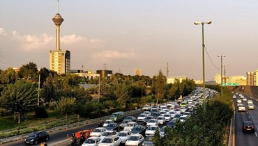 """زحمة سير في شوارع طهران (تعبيرية- """"أ ف ب"""")."""