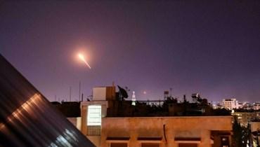 الدفاعات الجوّية السورية تردّ على غارات إسرائيلية في جنوب دمشق (أ ف ب).