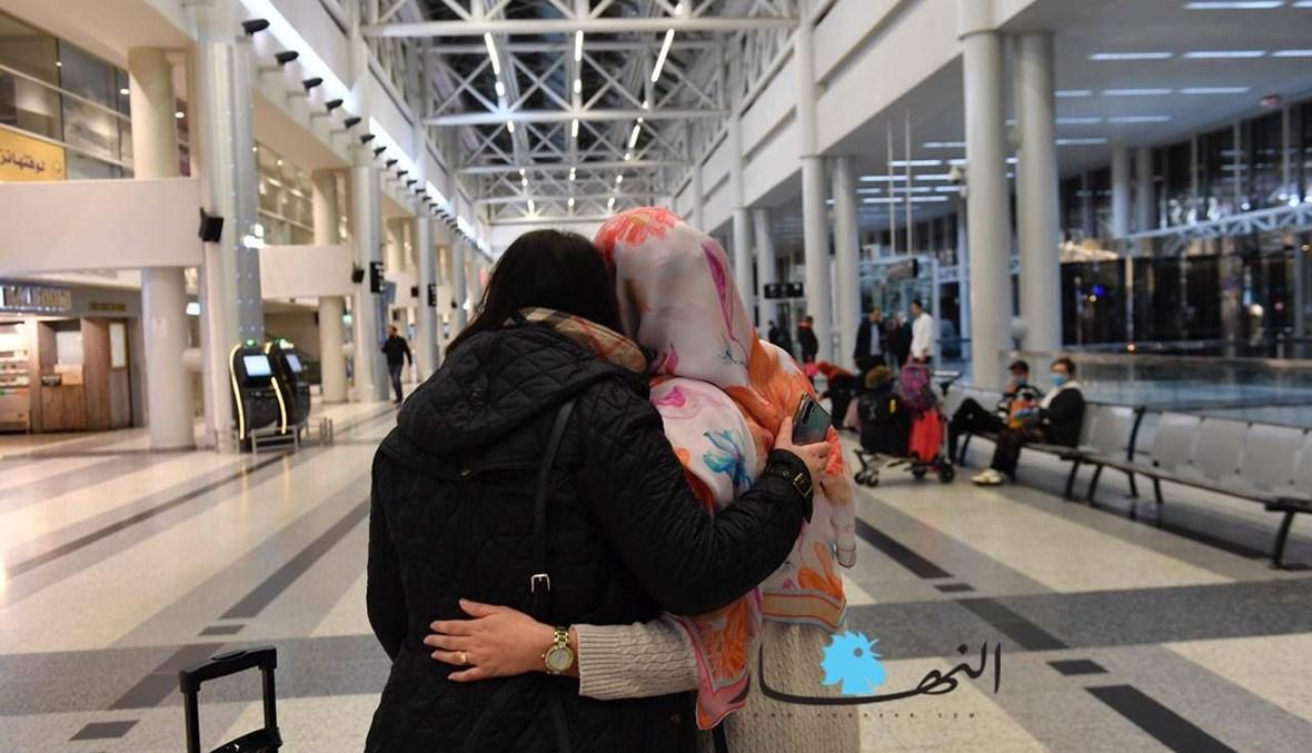 """وطن النجوم... وداعاً! (الصورة من صالة الوداع في مطار بيروت، أرشيف """"النهار""""، نبيل اسماعيل)."""