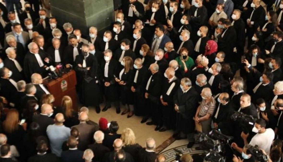 توقف المحامون في نقابة بيروت عن العمل بقرار من مجلس النقابة منذ أيار، على خلفية ظروف توقيف أحد المحامين.
