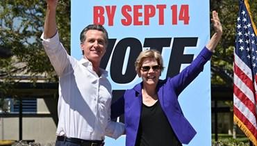 نيوسوم (الى اليسار) والسناتور إليزابيث وارين يشاركان في تجمع في مدرسة كولفر سيتي الثانوية في كولفر سيتي بكاليفورنيا (4 ايلول 2021، أ ف ب).