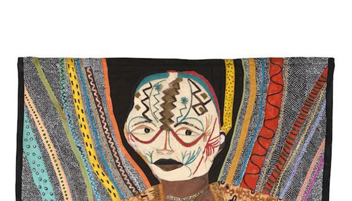 """من معرض الفنانة الفليبينية الراحلة باسيتا أباد """"خُيّلَ إليّ أن الشوارع ممهدة بالذهب"""" في """"مركز جميل للفنون"""" في دبي."""