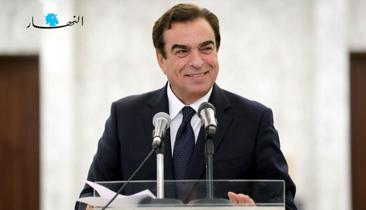 وزير الإعلام جورج قرداحي (نبيل إسماعيل).