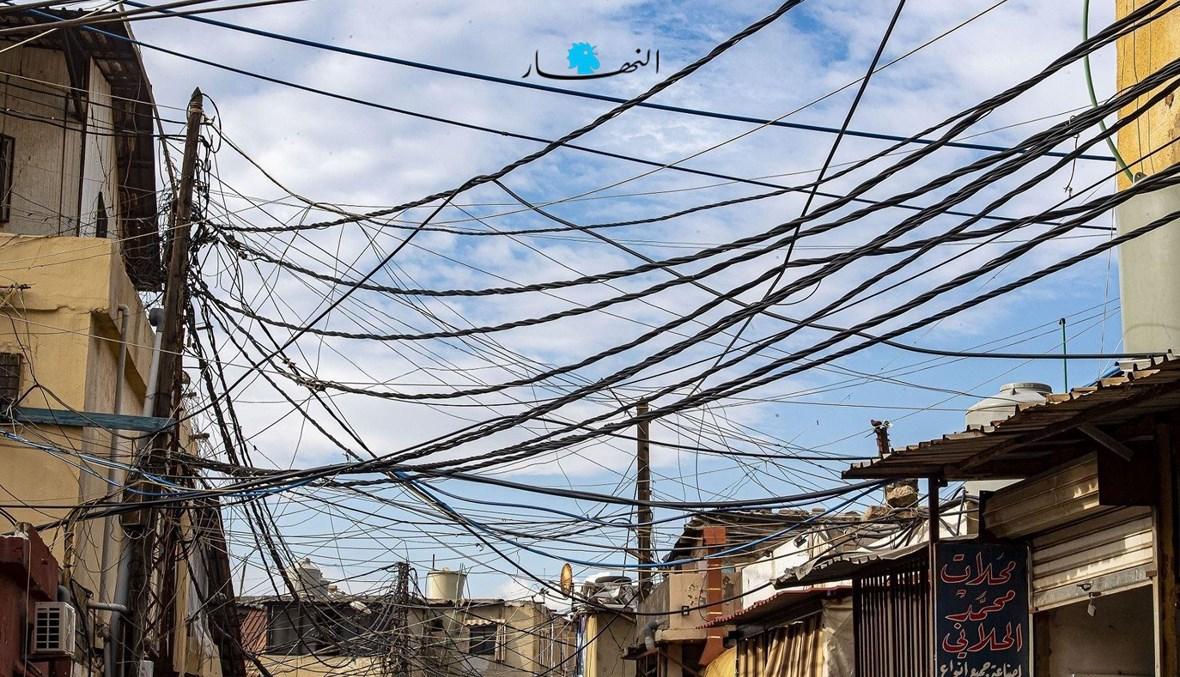 أسلاك الكهرباء تغزو سماء بيروت (نبيل إسماعيل).