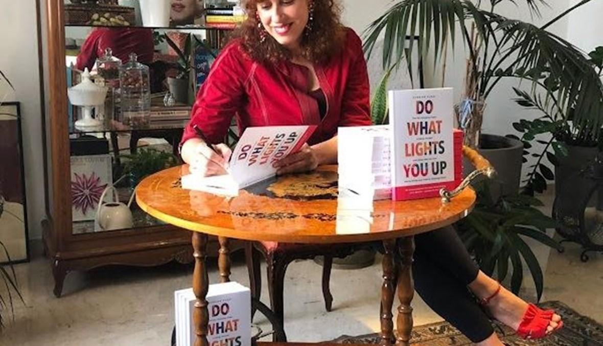"""شيرين كردي توقّع كتابها """"Do What Lights You Up""""."""
