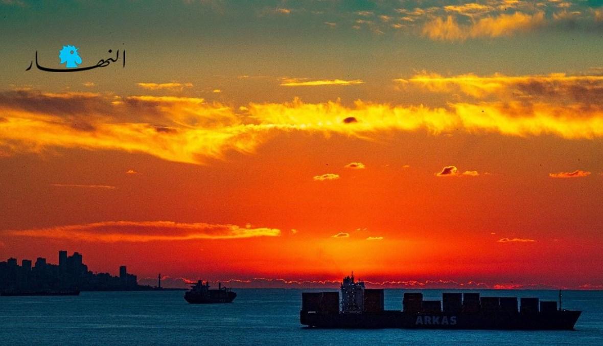 بواخر راسية في بحر بيروت (تعبيرية- نبيل إسماعيل).