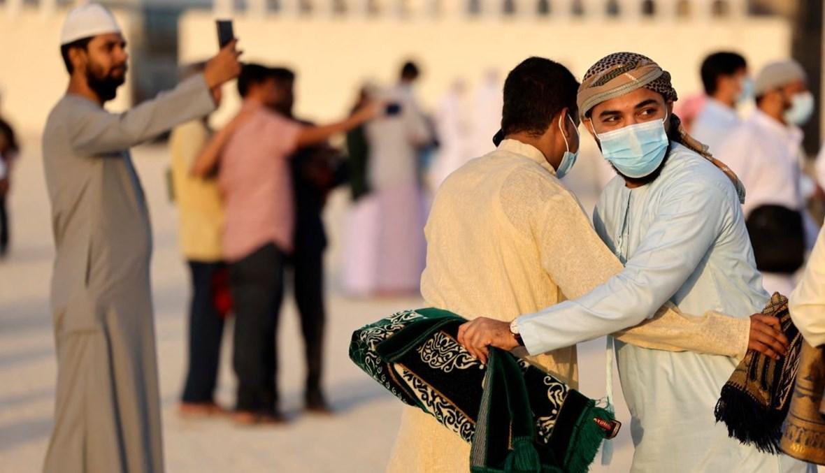"""مصلّون مسلمون في مسجد بدبي (تعبيرية- """"أ ف ب"""")."""