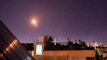 الدفاع الجوّي السوري يتصدّى لقصف إسرائيلي جنوب دمشق (أ ف ب).