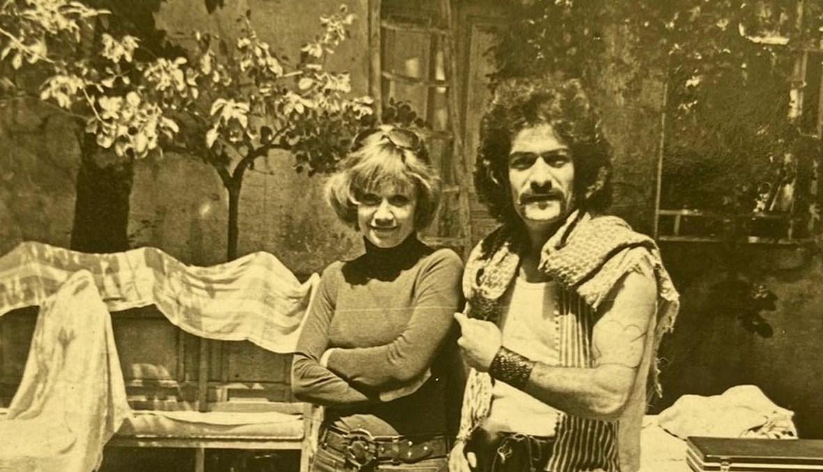 والدة مكسيم خليل مع أبي عنتر.
