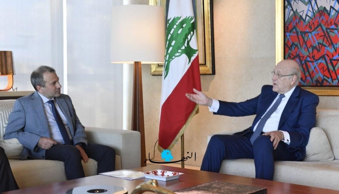 من لقاء رئيس الحكومة نجيب ميقاتي والنائب جبران باسيل (نبيل إسماعيل).
