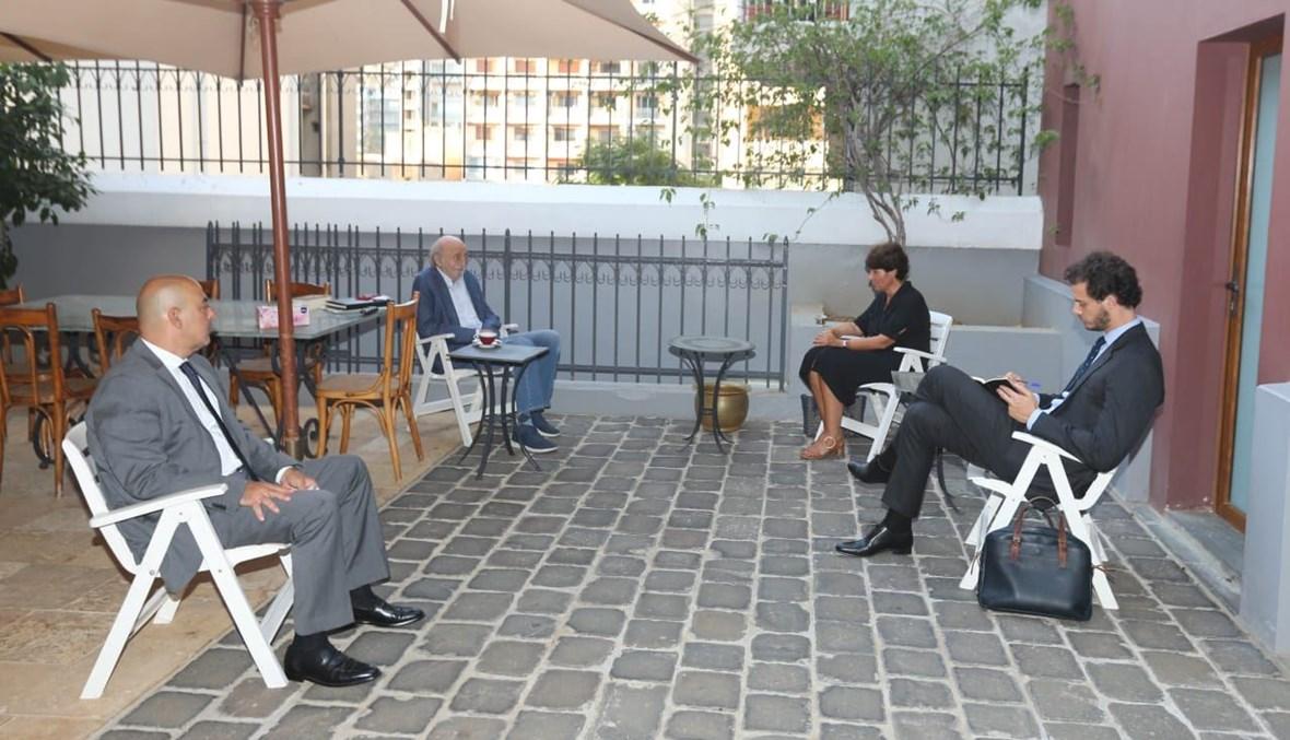 جنبلاط استقبل السفيرة الفرنسية في كليمنصو.