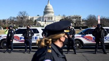 الشرطة الأميركية أمام مبنى الكونغرس (أ ف ب).