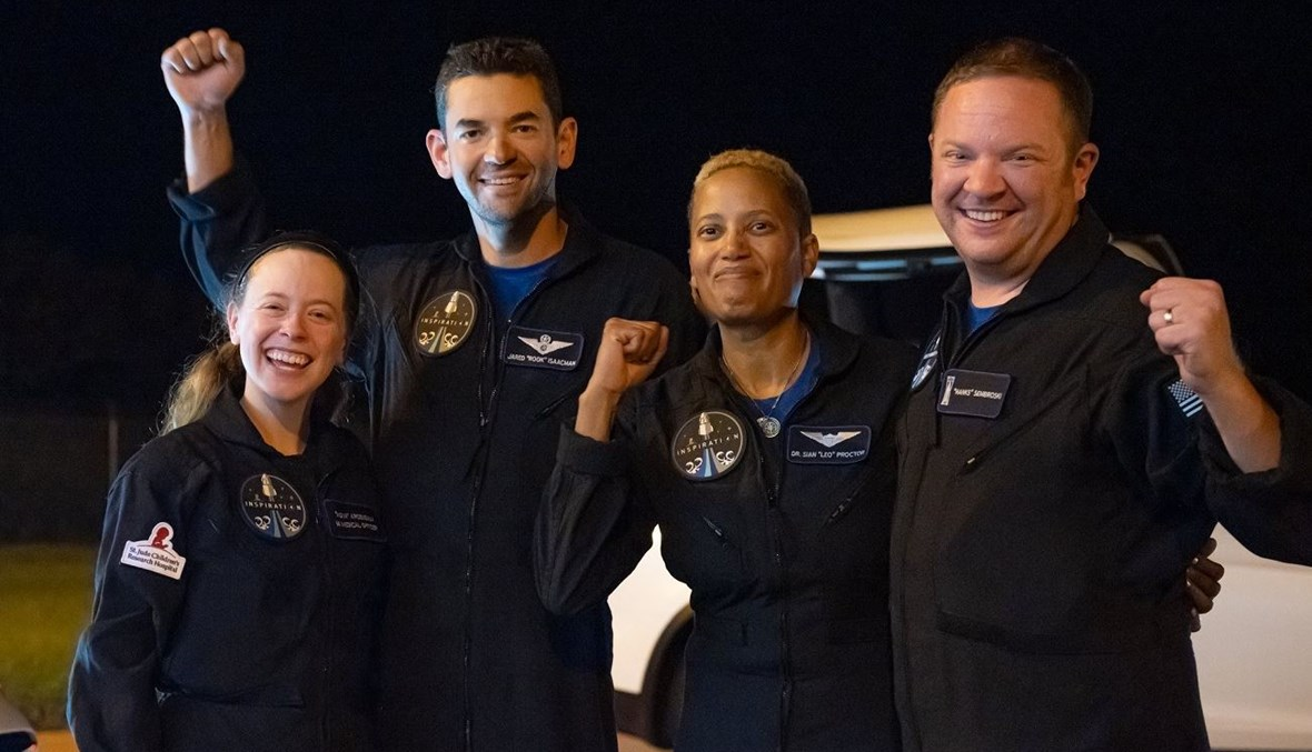 فريق الرحلة المدني إلى الفضاء.
