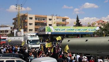 مشهد من استقبال صهاريج النفط الإراني في بعلبك (أ ف ب).