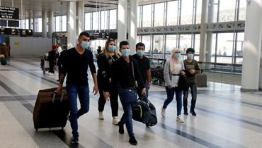 لبنانيون مغادرون من مطار بيروت (تعبيرية).
