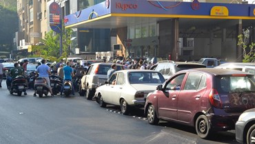 الطوابير أمام محطات الوقود (النهار).