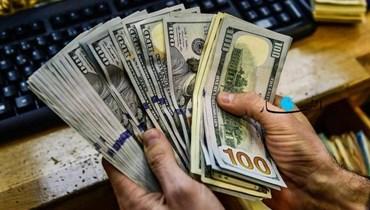 انحفاض دولار السوق السوداء مع بداية الأسبوع... كم بلغ؟