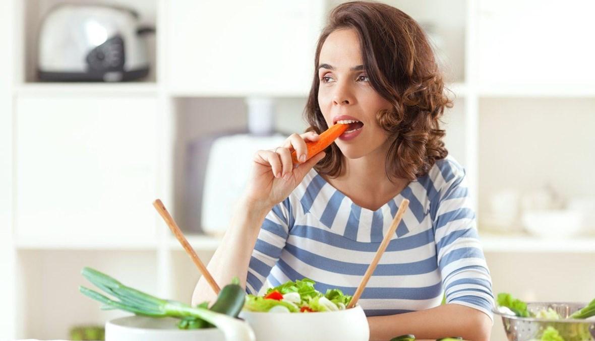 تناول أطعمة صحية للبشرة.