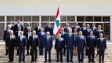 الصورة التذكارية لحكومة الرئيس نجيب ميقاتي بحضور الرئيسين ميشال عون ونبيه بري.