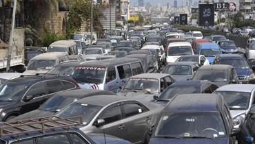 أزمة النقل تتفاعل مع ارتفاع سعر البنزين... ما الحلّ؟