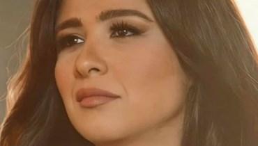 الصورة الأولى لياسمين عبدالعزيز بعد تماثلها للشفاء