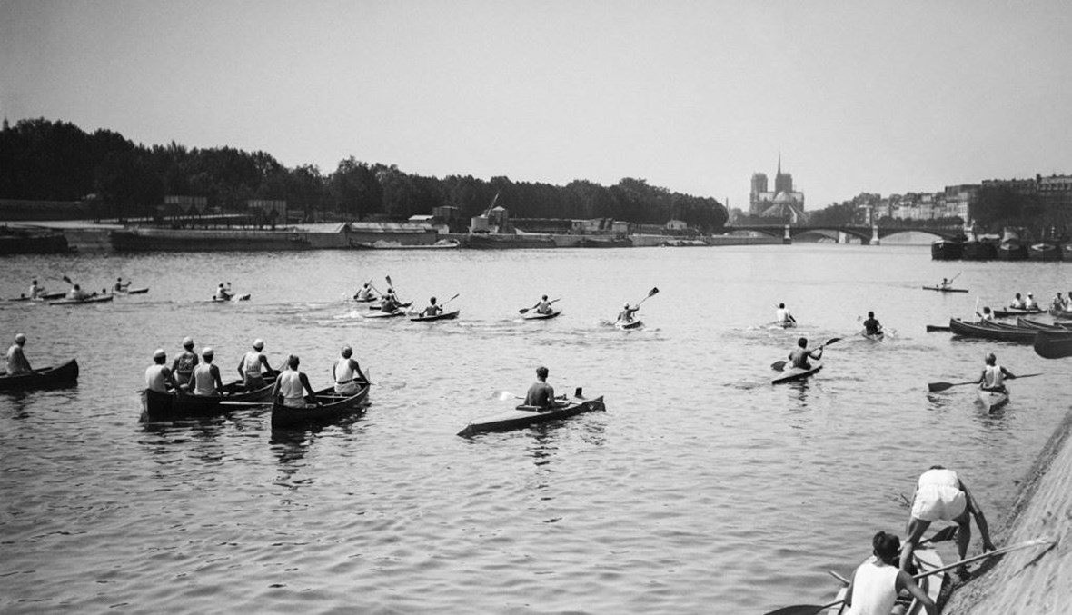 متسابقون في المسابقة الدولية لعبور باريس في 11 حزيران 1950 في باريس (أ ف ب).