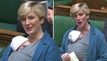 بالفيديو- إثارة قضية إجازة الوضع في البرلمان البريطاني... نائبة تحمل رضيعها على صدرها خلال الجلسة
