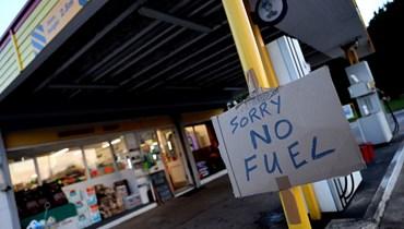 """وزير النقل البريطاني يطالب الواقفين في طوابير البنزين بـ""""التصرّف كالمعتاد"""""""