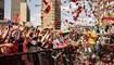 """أنصار حزب """"مناضلون من أجل الحرية الاقتصادية"""" يغنون ويرقصون في جوهانسبرغ قبل تلاوة بيان الحزب للانتخابات المحلية المقبلة (26 ايلول 2021، أ ف ب)."""